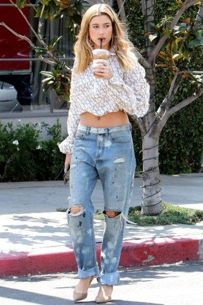 Hailey Baldwin-Boyfriend-Jeans-Like-a-Celebrity-2