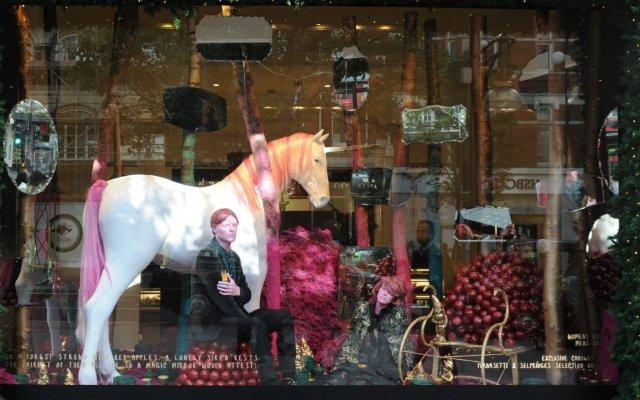 christmas-window-in-London-2