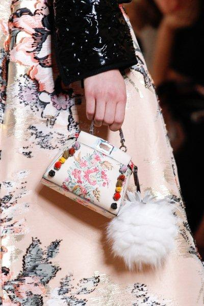 Tiny-bags-fashion-trend-spring-summer-2017-5