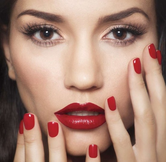 red_nails